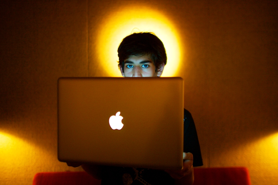 Internet activist Aaron Swartz poses for a photo in Miami Beach, Jan. 30, 2009. (The New York Times / Michael Francis McElroy)