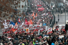 Thousands march in protest of Russia adoption bill
