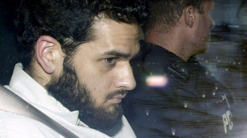 Terror suspect Momin Khawaja, an Ottawa computer software programmer, leaves the Ottawa courthouse under RCMP protection, Monday May 3, 2004. (Tom Hanson / THE CANADIAN PRESS)