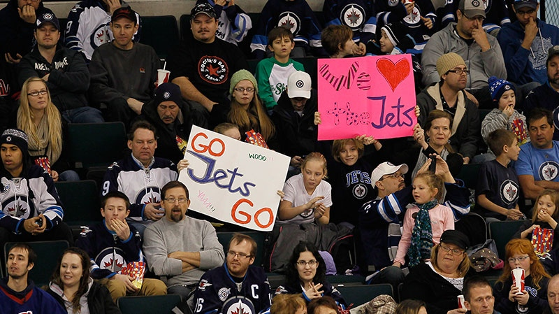 Some 5000 fans showed up to take in the opening day of Winnipeg Jets training camp in Winnipeg on Sunday, Jan. 13, 2013. (John Woods / THE CANADIAN PRESS)