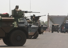 French troops begin land assault in Mali