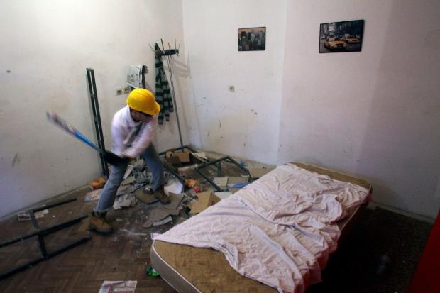 Savo Duvnjak smashes furniture in Rage Room
