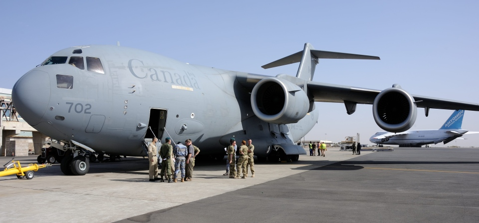 Canadian Forces CC-177 Globemaster III crew members meet with members of the British, French and Malian militaries upon their arrival in Bamako, Mali, Thursday, Jan 17, 2013. (Sgt. Matthew McGregor, Combat Camera)