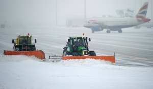 Snow plows clean the tarmac of the Munich, southern Germany, airport, Monday, Jan 21, 2013. (AP Photo/dapd, Lennart Preiss)