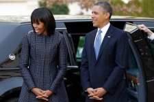 Obama says he loves Michelle's new bangs