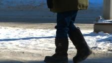 People bundle up as temperatures drop in Toronto