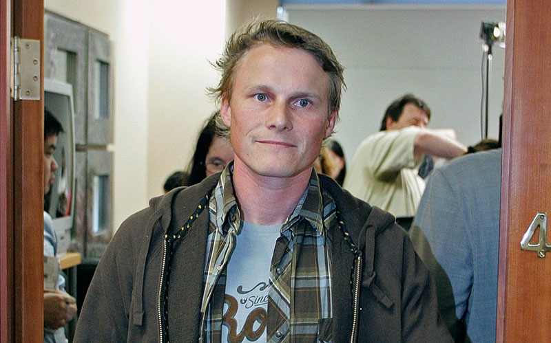 Ross Rebagliati leaves a press conference in Vancouver on Wednesday, Aug. 2, 2006 (Richard Lam /  THE CANADIAN PRESS)