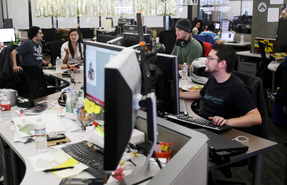 high tech workers in the silicon valley Behind them sits a bustling co-working space with 850 tech workers and dozens of start-ups building apps, tweaking online experiences, pumping out design the vibe feels much like silicon valley.