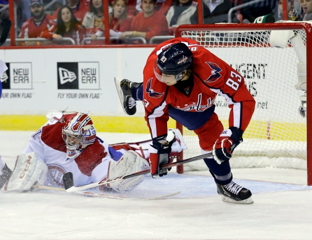 Washington Capitals center Jay Beagle (83) dives a