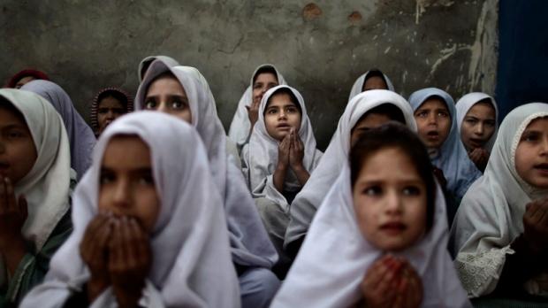 Militant groups clash in northwest Pakistan