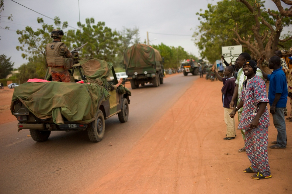 Malian people welcome French soldiers as they arrive in the city of Sevare, Mali, some 620 kms north of Bamako, Friday, Jan. 25, 2013. (AP / Thibault Camus)