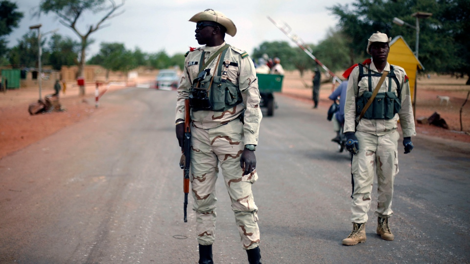 Malian soldiers man a checkpoint on the Gao road outside Sevare, some 620 kilometers (385 miles) north of Mali's capital Bamako, Sunday, Jan. 27, 2013. (AP Photo / Jerome Delay)
