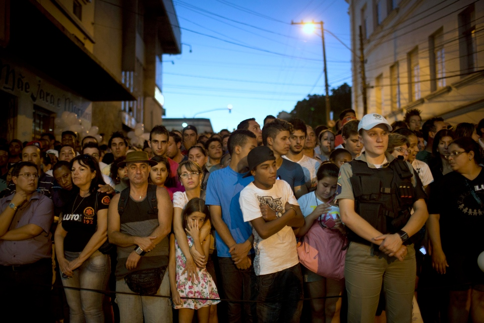 People gather outside the Kiss nightclub honouring the victims of the fatal fire inside the club in Santa Maria, Brazil, Monday, Jan. 28, 2013. (AP Photo/Felipe Dana)