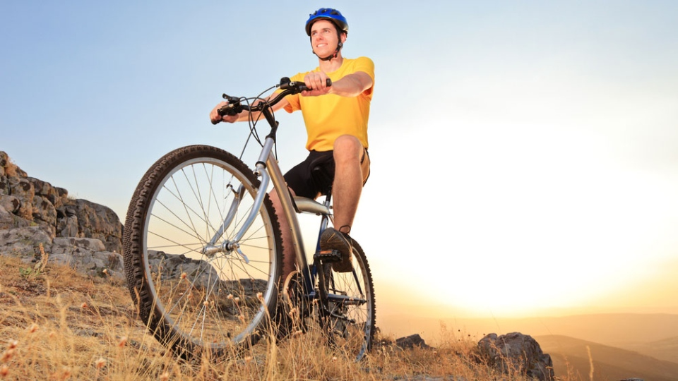 Starting your day off with a workout before breakfast may burn more body fat throughout your day. (Ljupco Smokovski / Shutterstock.com)