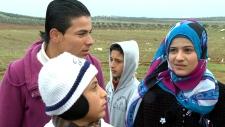 Syrian refugees cross border into Jordan