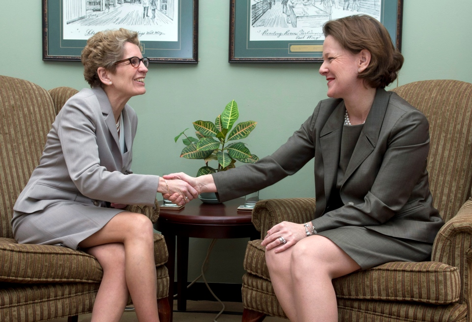 Alberta Premier Alison Redford's meets with incoming Ontario Premier Kathleen Wynne (left) at the Ontario Legislature in Toronto on Wednesday, Jan. 30, 2013. (Frank Gunn / THE CANADIAN PRESS)