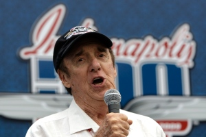 "Actor and singer Jim Nabors sings ""Back Home Again in Indiana"" before the 93rd running of the Indianapolis 500 auto race at the Indianapolis Motor Speedway in Indianapolis, Sunday, May 24, 2009. (AP Photo/Darron Cummings)"