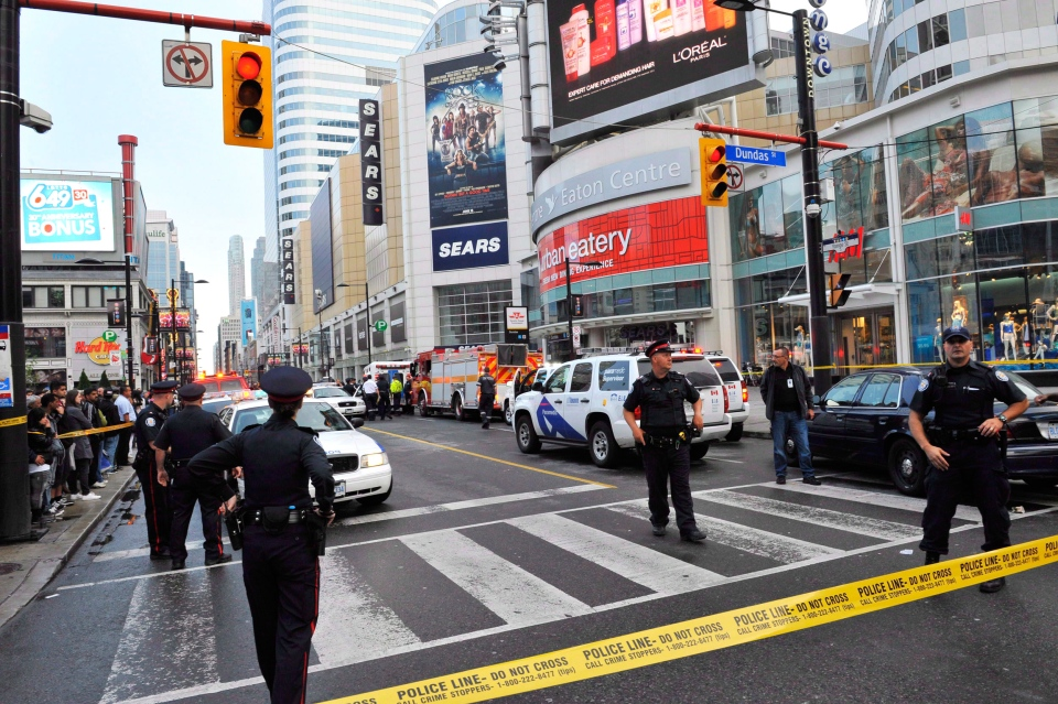Police set up a perimeter outside the Eaton Centre following a shooting at the shopping mall in Toronto on June 2, 2012. (Victor Biro  / THE CANADIAN PRESS)
