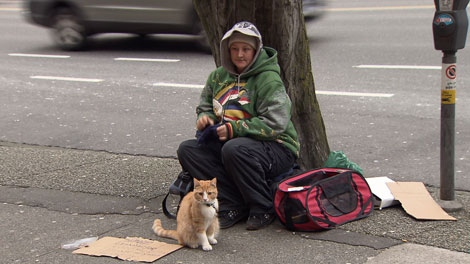 Vancouver police reach out to the city's homeless. Jan. 4, 2011. (CTV)