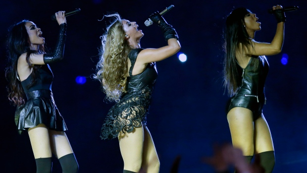 Beyonce perform during half time show