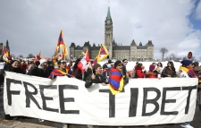 A group of protesters take part in a rally on Parliament Hill calling for China to withdraw from Tibet on Thursday, March 20, 2008. (Sean Kilpatrick  / THE CANADIAN PRESS)