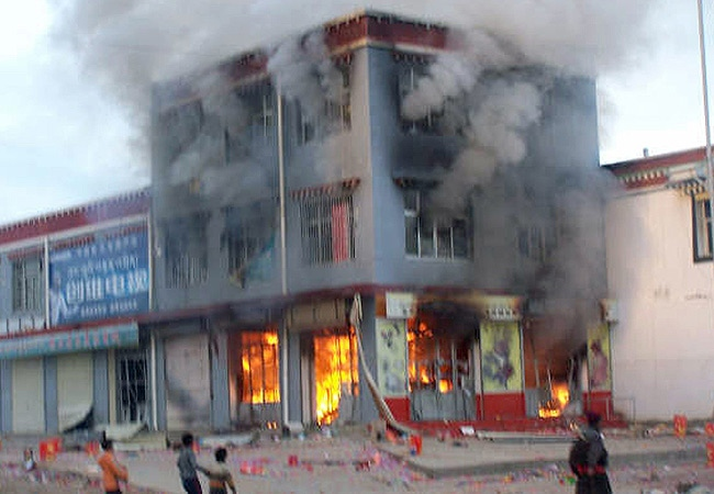 A shop burns during protest in Maqu, western China's Gansu province. (Free Tibet Campaign)