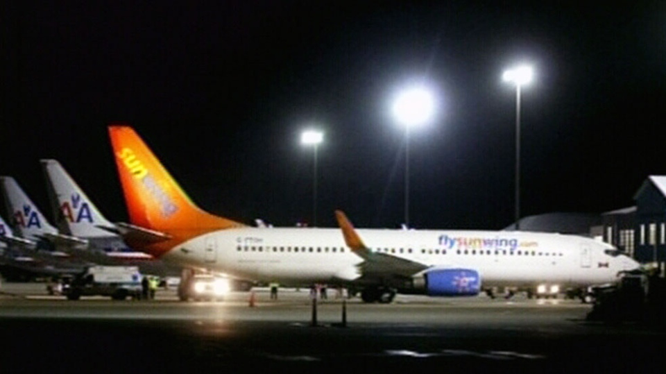 A Sunwing plane was diverted to Bermuda after a family was smoking on the flight. (Courtesy: Bernews.ca)