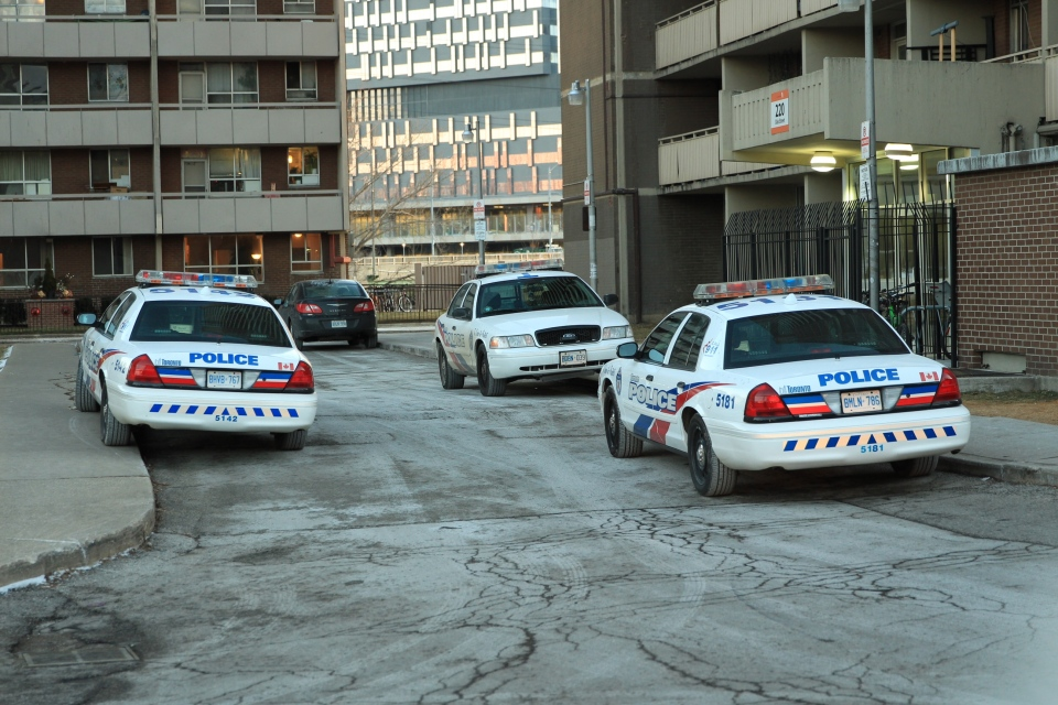Toronto police investigate a shooting at an apartment building on Oak Street on Wednesday, Feb. 6, 2013. (Tom Stefanac/CTV Toronto)