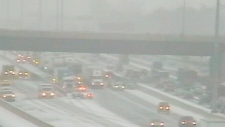 Snow hits 401 in Ontario