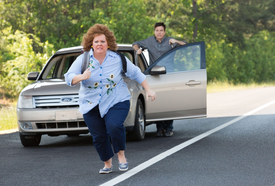 Jason Bateman, background, and Melissa McCarthy in a scene from Universal Pictures Canada's 'Identity Thief.'