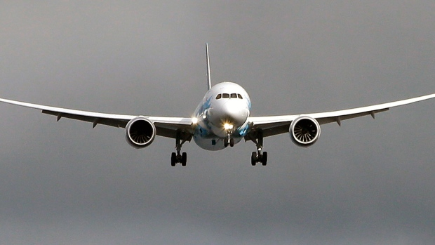 Boeing 787 flying into land