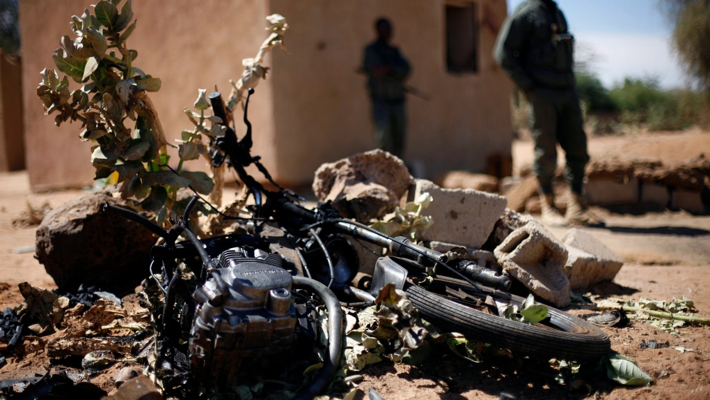 Suicide bomber kills himself only in northern Mali
