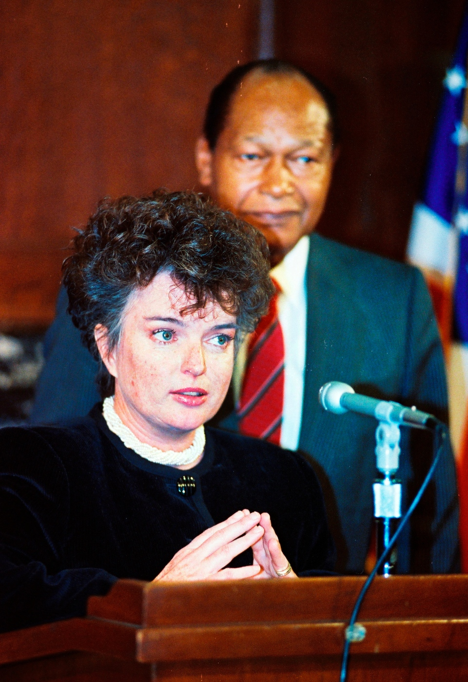 San Diego Mayor Maureen O'Connor speaks to the media at City Hall in Los Angeles, March 13, 1991. (AP / Reed Saxon)