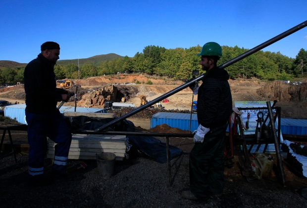 Masked attackers raid Greek gold mine