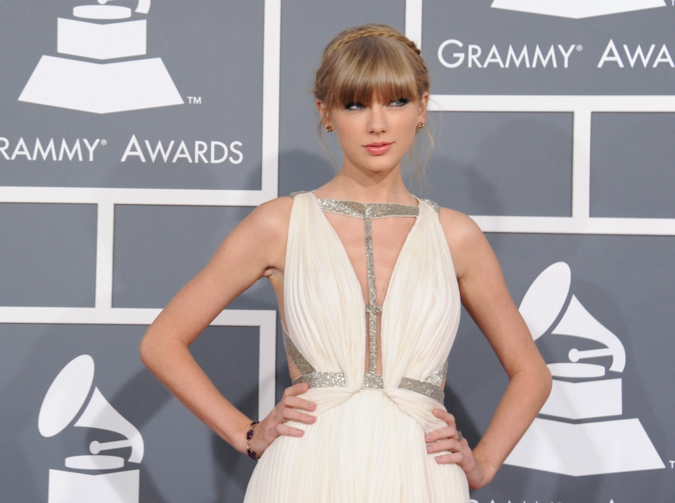 Taylor Swift arrives at the 55th annual Grammy Awards in Los Angeles, Sunday, Feb. 10, 2013. (Jordan Strauss / Invision)