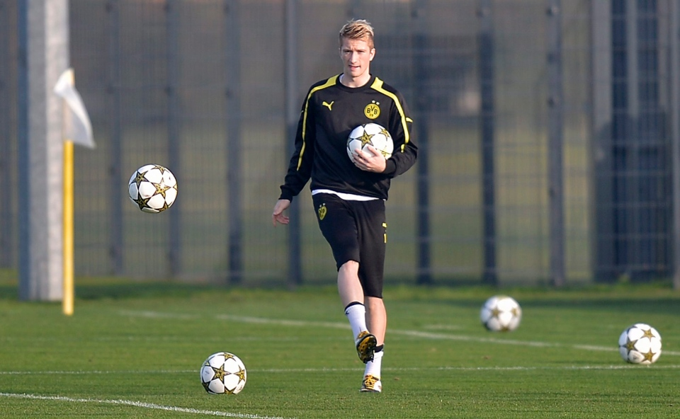 Dortmund's Marco Reus exercises during a training session prior to the Champions League soccer match between German champion Borussia Dortmund and Real Madrid in Dortmund, Tuesday, Oct. 23, 2012. (AP Photo/Martin Meissner)