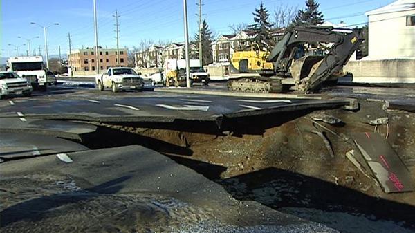 A watermain break caused a massive hole on Woodroffe Avenue, Friday, Jan. 14, 2011.