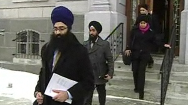 Members of the World Sikh Organization were asked to leave their kirpans behind before entering the National Assembly.(Jan.18, 2011)