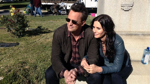 Courtney Cox and Matthew Perry reunite for 'Go On'