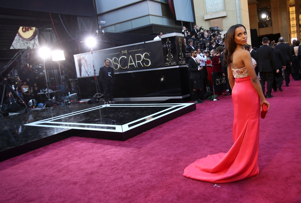 Actress Kerry Washington arrives at the Oscars at the Dolby Theatre in Los Angeles on Sunday Feb. 24, 2013. (Invision / Carlo Allegri)