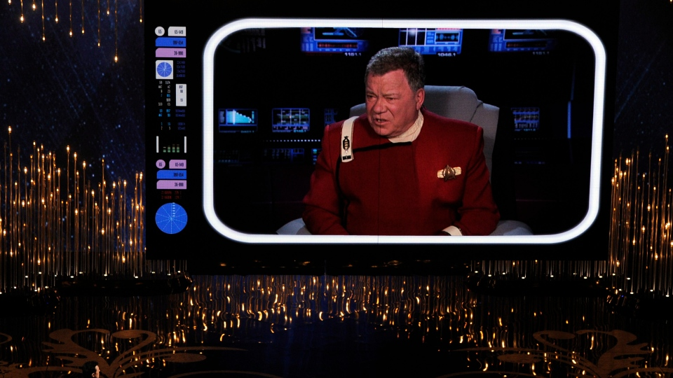 Host Seth MacFarlane, lower left, speaks to actor William Shatner, on screen, during the Oscars at the Dolby Theatre on Sunday Feb. 24, 2013, in Los Angeles. (Photo by Chris Pizzello / Invision /AP)