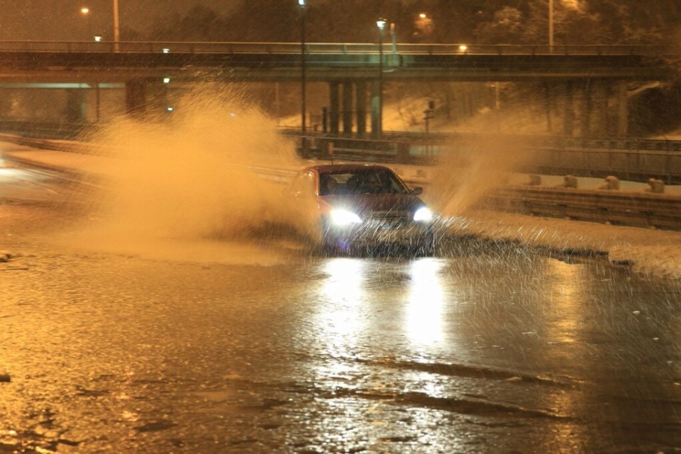 Flooding on Allen Road created tricky conditions for motorists driving through a snowstorm on Tuesday Feb. 27. 2013. (Tom Stefanac / CP24)