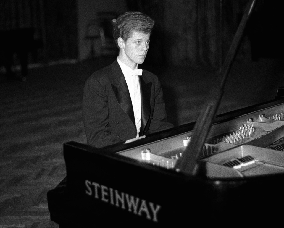 Pianist Van Cliburn performs in the final round of the Tchaikovsky International Piano & Violin competition in Moscow in this April 11, 1958 file photo. (AP / file)