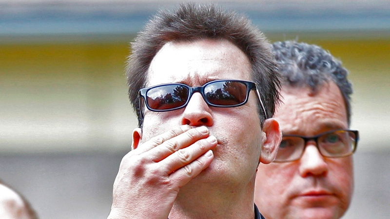 Charlie Sheen blows a kiss as he arrives at the Pitkin County Courthouse in Aspen, Colo., for a hearing in his domestic abuse case on Monday, Aug. 2, 2010. (AP / Ed Andrieski)