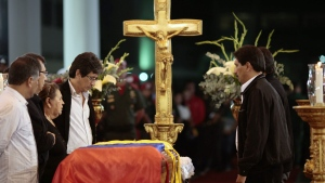 In this photo released by Miraflores Press Office, flag-draped coffin containing the body of Venezuela's late President Hugo Chavez on display during his wake at a military academy, Venezuela, Wednesday, March 6, 2013. (AP Photo / Miraflores Presidential Press Office)