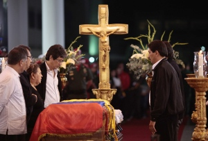 Hugo Chavez' mother Elena Frias, third from left, and brothers Adan, second from left, Argenis, first right, and Adelis, fourth from right, stand next to the flag-draped coffin containing the body of Venezuela's late President Hugo Chavez on display during his wake at a military academy where his body will lie in state until his funeral in in state in Caracas, Venezuela, Wednesday, March 6, 2013. (AP / Miraflores Presidential Press Office)