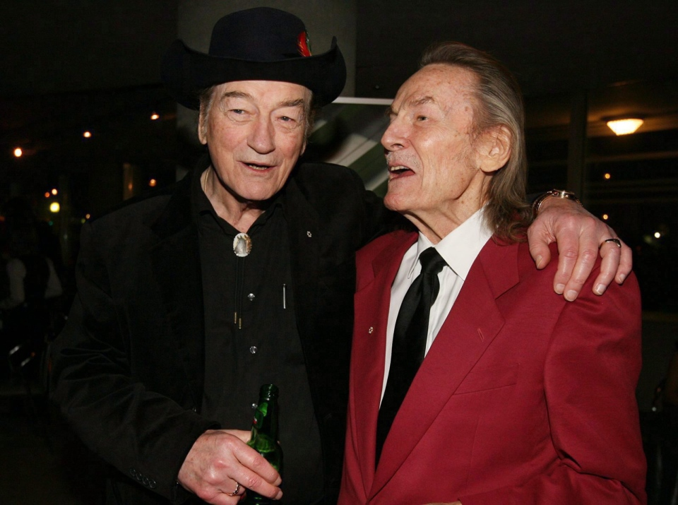 Canadian music legends Stompin' Tom Connors, left, and Gordon Lightfoot pose for a photo on Monday, November 23, 2009. (THE CANADIAN PRESS/Darren Calabrese)