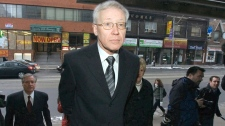 Discredited pathologist Dr. Charles Smith arrives for the beginning of his testimony at the Goudge Inquiry into pediatric forensic pathology in Toronto on Jan. 28, 2008. (Frank Gunn / THE CANADIAN PRESS)