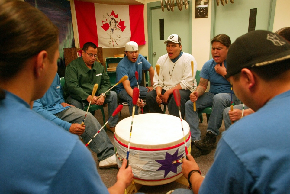 Inmates at the Aboriginal Healing Range home at the Stony Mountain Institution participate in a drum circle in Stony Mountain, Manitoba, on May 19, 2006. (Winnipeg Free Press, Ken Gigliotti)