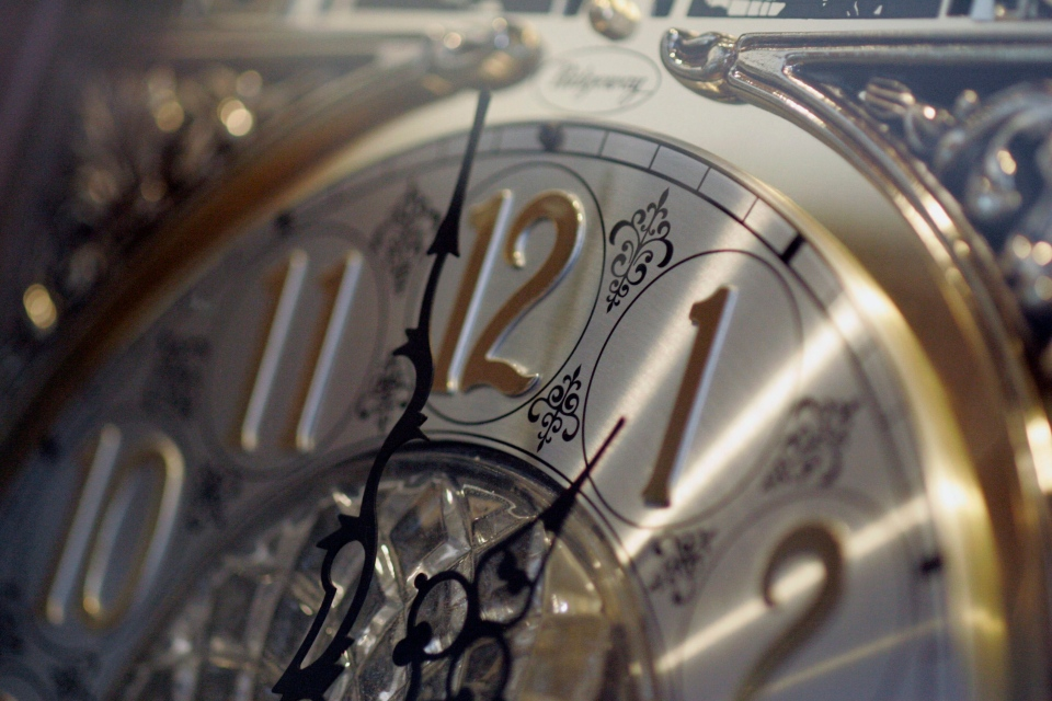 As most Canadians adjust clocks to daylight time this Sunday, a sleep disorder expert warns that losing the one hour of sleep could have some serious health consequences.